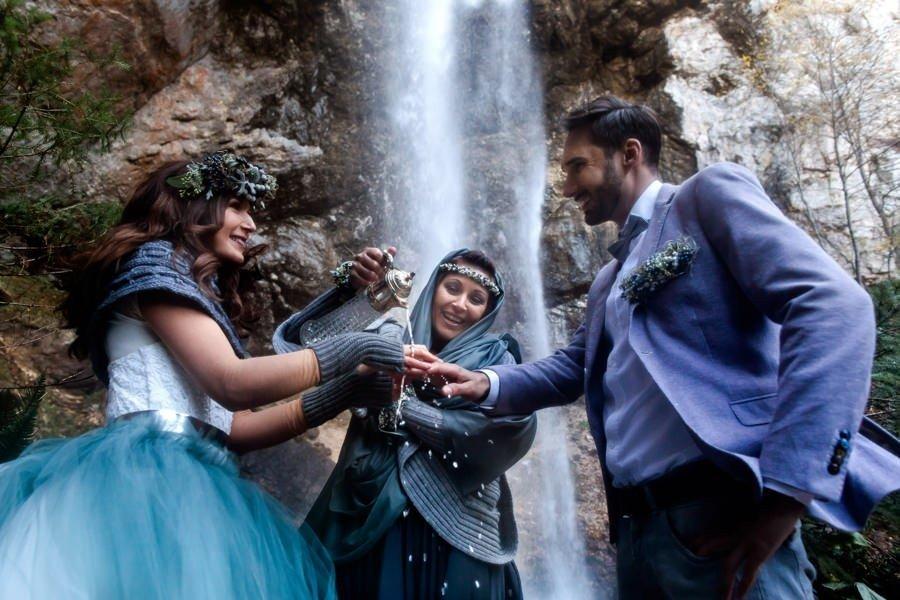 Hochzeit beim Wasserfall